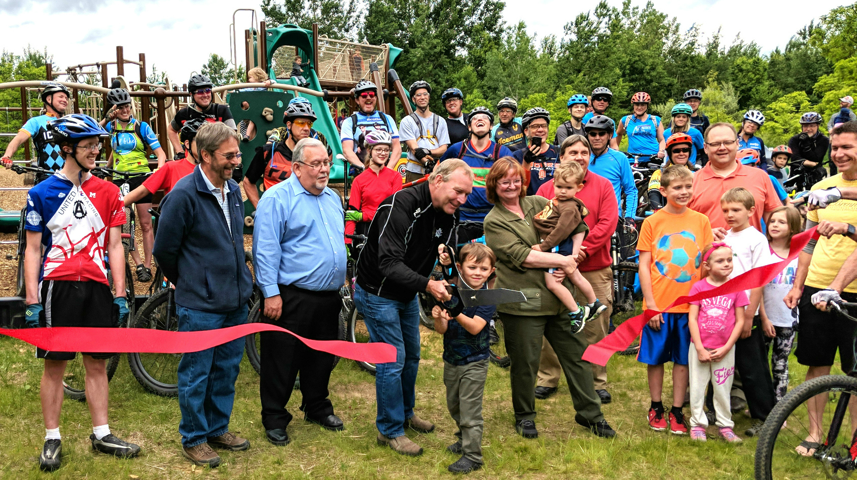 The Motor City Mountain Biking Association – MCMBA recently cleaned and readied more of the unpaved bike path in Settlers Park.