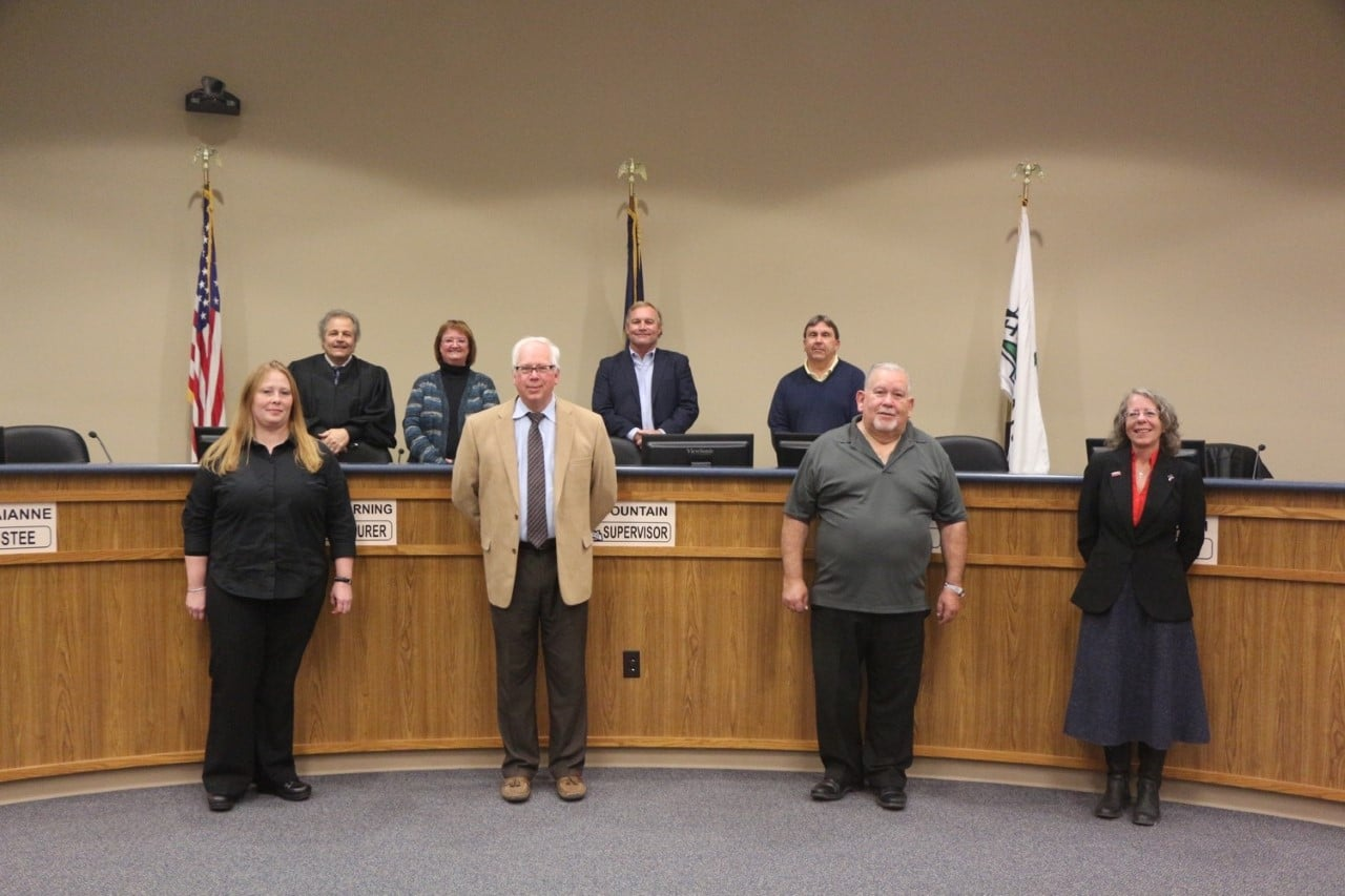 Hartland Township Board of Trustees Swears in Two New Members